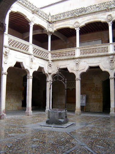 Patio of Casa de las Conchas, Salamanca  http://bobbovington.blogspot.com.es/2011/11/salamanca.html