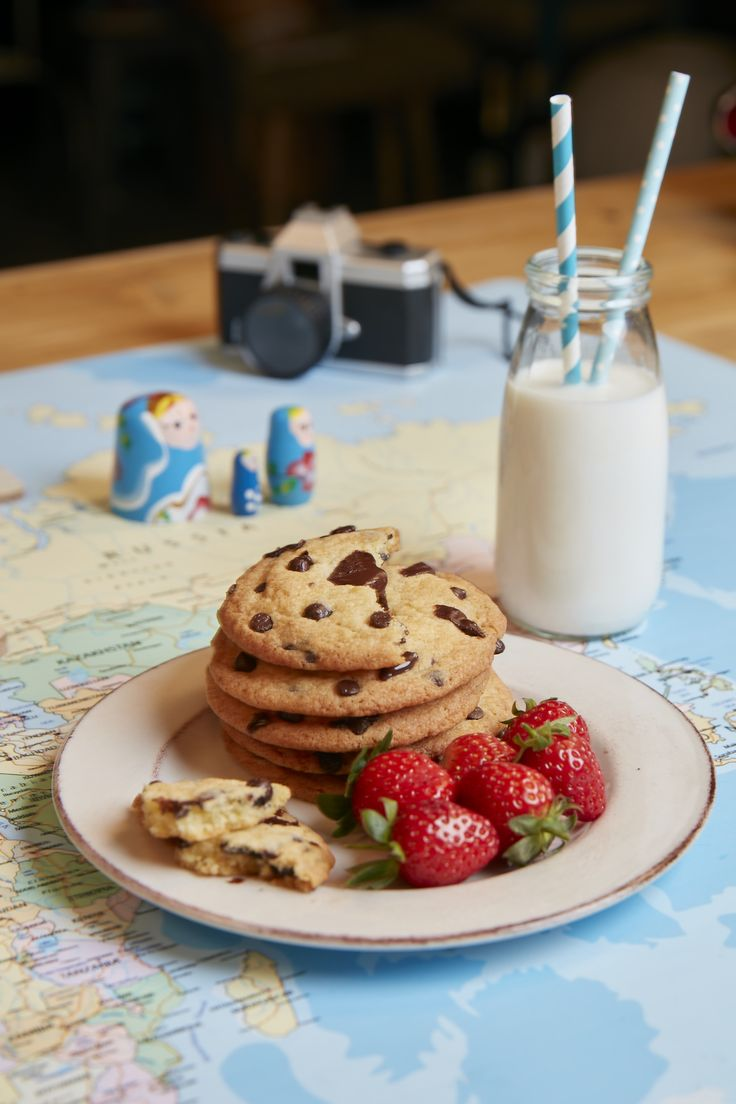 A glass of milk before bed makes it all better... Add some cookies to the mix and you're good to go! So, call in the little helpers and get baking 🍪😊🍪🍓 #FamilyTime