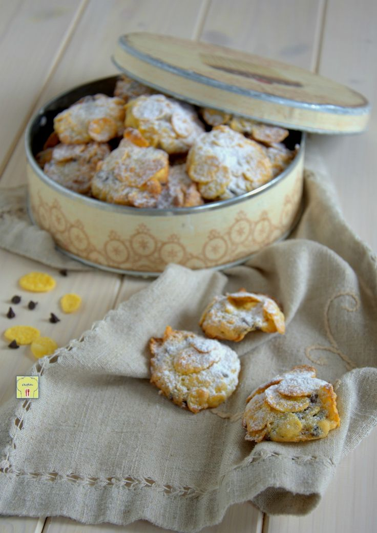 Le rose del deserto senza mandorle con gocce di cioccolato sono deliziosi biscotti facili da fare e molto golosi, perfetti per grandi e piccini.