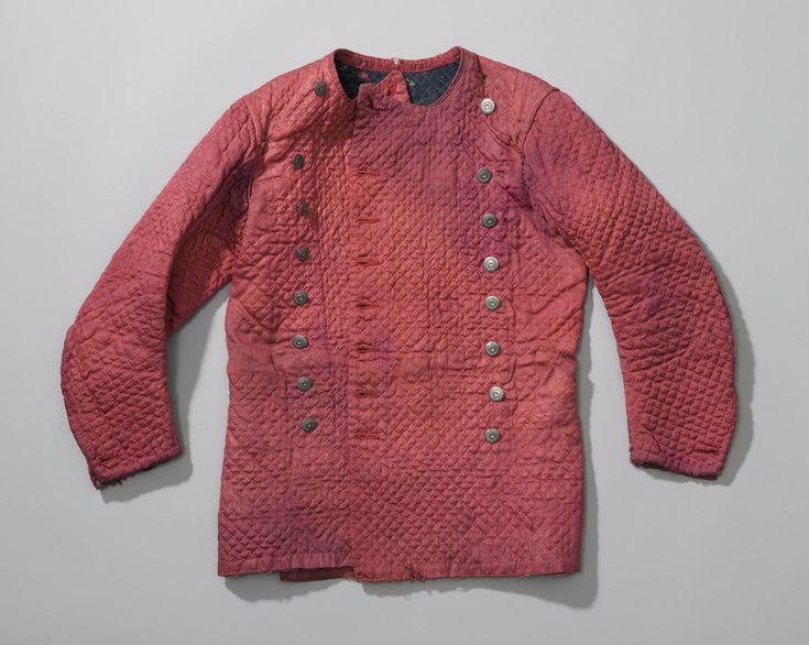 doorgestikte hemdrok van rode wol, Noord-Holland