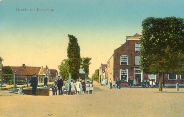 Gezicht op het Dorp te Benschop uit het oosten, met rechts het huis Dorp nr. 224.