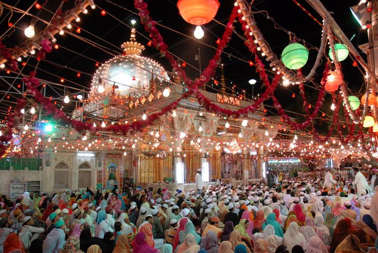 """#Experience #India #ReligiousTours There is an old saying that people who visit #AjmerSharif and #pray with pure #faith and loyalty will free their #soul.  Ajmer Sharif Dargah is a sufi shrine (Dargah) of sufi saint, Moinuddin Chishti located at Ajmer, Rajasthan, India.  Moinuddin Chishti is said to have been born in 536 AH/1141 CE in Chisht in a city between Afghanistan and Iran and is thought to be a """"sayyid"""", a direct descendant of Muhammad. #BoutIndia"""