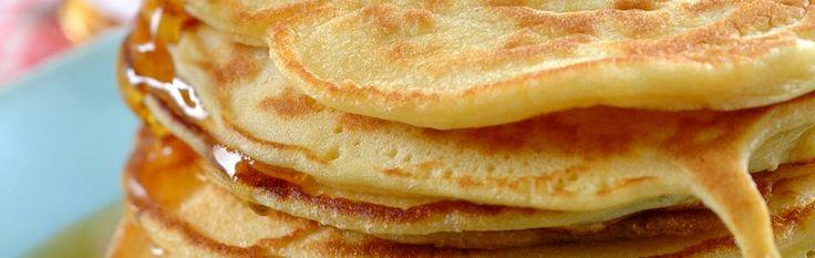 Hjemmelagde, amerikanske pannekaker til frokost er deilig, det - men vet du, det går fint å nyte dem til middag også! Av og til må man kunne unne seg noe ekstra godt. Og det er akkurat det disse tykke, små pannekakene er. Ekstra gode!