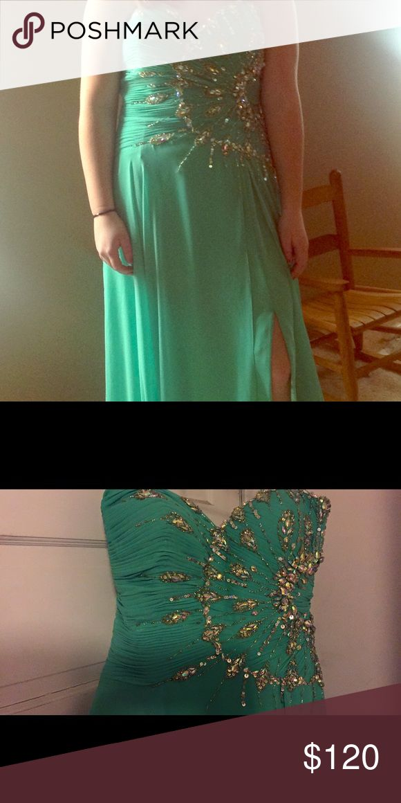 """Holt McDougal prom dress! Emerald Green long prom dress with slit. Marked size 13 but taken in to about an 8. Fitted for someone 5'6"""". Worn once and stored in a smoke free, pet free home Dresses Prom"""