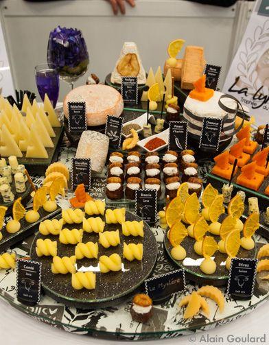 Si on connait bien les concours de chefs, on connait beaucoup moins celui qui récompense l'art du plateau de fromage du crémier-fromager. Le concours de la ...
