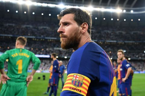 Messi's Dad Opens Transfer talks with Premier League Club  Lionel Messi is seriously contemplating quitting Barcelona next summer and his dad has already spoken to Manchester City about making a sensational switch to the Etihad.  The Argentine  who is considering his options  is yet to sign a new contract with Barca despite his current deal expiring in 2018 meaning he could leave the club as a free agent and freely talk to potential suitors in January. Now The Sun claim Jorge Messi Leos…