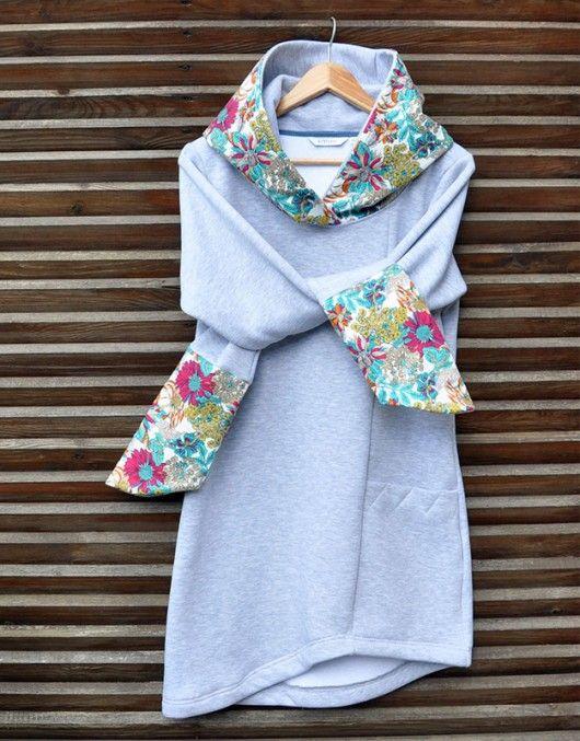 Długa, ciepła i milutka damska bluza z dużym, asymetrycznym kapturem. Obszyte tkaniną bawełnianą w kolorowe kwiaty.  Długość: 90 cm Skład: Bawełna 90%, Poliester 10% Gramatura: 280 gr/m2...