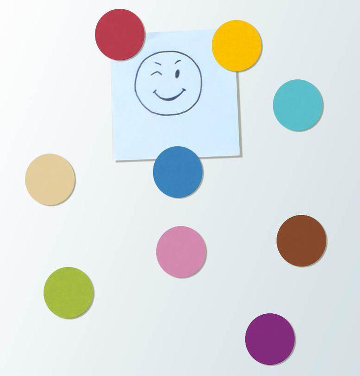 Kulaté magnetky Kulaté jednobarevné magnetky průměru 4 cm. Jsou vyřezané z dřevěné překližky, malované akrylovými barvami, přelakované. Vzadu jsou podlepeny magnetickou páskou. Barvy na přání - viz náš vzorník barev. Pokud máte zájem o barvy používané v našich kolekcích (viz fotogalerie), rádi Vám je sdělíme a vše spolu doladíme. Cena je za jednu magnetku. ...