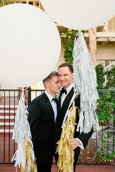 Strike a pose with gold and white geronimo tassel balloons! Such a perfect wedding portrait! {@themelideos}