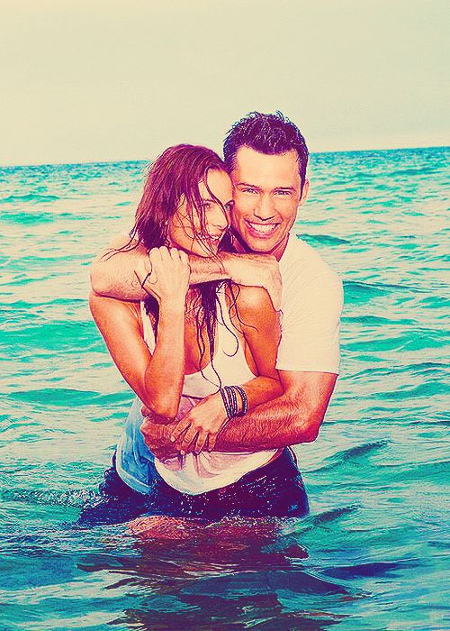 Michael & Fiona (Burn Notice) Awesome tv couple. I think Fiona is such a badass!