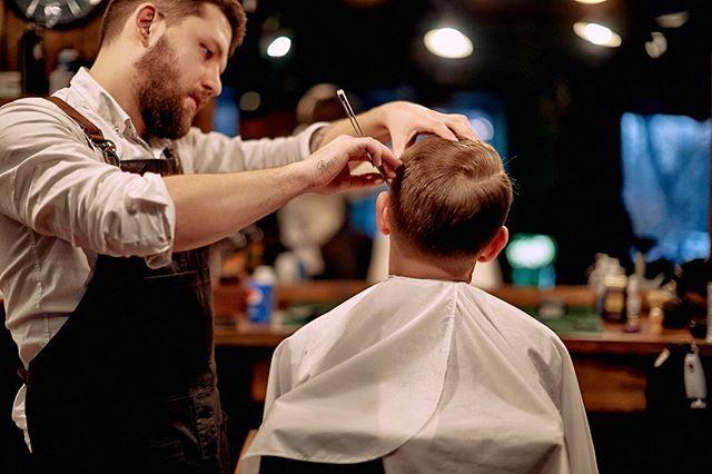 WEBSTA @ frisorworkshop - Чтобы затмить экзистенциальную тоску, мы выходим за рамки привычного, питая нешуточную слабость к геометрически ровным срезам и неустанной классике.#frisorworkshop #frisor #barbershop #barber #barberua #барбершоп #фризор #kiev #kyiv #киев