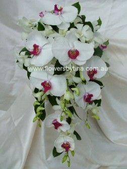 Свадебные букеты ( из орхидей - каскадные № 1 ) White%20phaleanopsis%20and%20dendrobium%20orchids