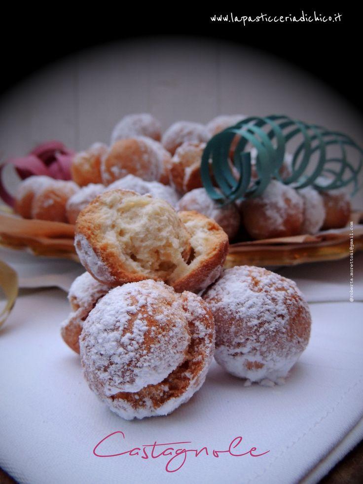 Le #Castagnole! Buone e soffici e sfiziose da divorare in un sol boccone!!#castagnole #dolcifritti #dolcidicarnevale #ricettacastagnole #videoricettacastagnole #lapasticeriadichico #food #foodphotography #dolci #castagnolefritte #farelecastagnole Trovate qui la #ricetta: http://www.lapasticceriadichico.it/2016/01/castagnole.html Trovate qui la #videoricetta: https://www.youtube.com/watch?v=nUcJlOfOIfQ