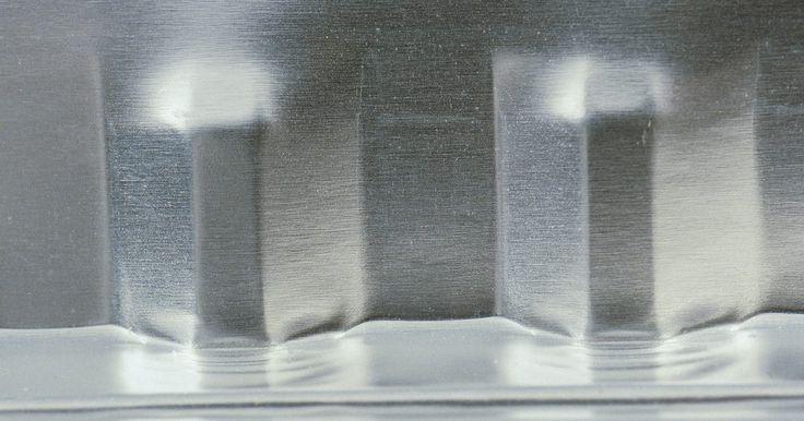 Usos para papel contact de aço inoxidável. O papel contact é comumente usado como um forro de gaveta em cozinhas e banheiros, mas, há algum tempo, versões de metal artificial deste artigo familiar estão disponíveis. A tendência em eletrodomésticos é de aço inoxidável. A maioria das pessoas substitui os eletrodomésticos apenas quando eles quebram e, por vezes, isso resulta em aparelhos que ...