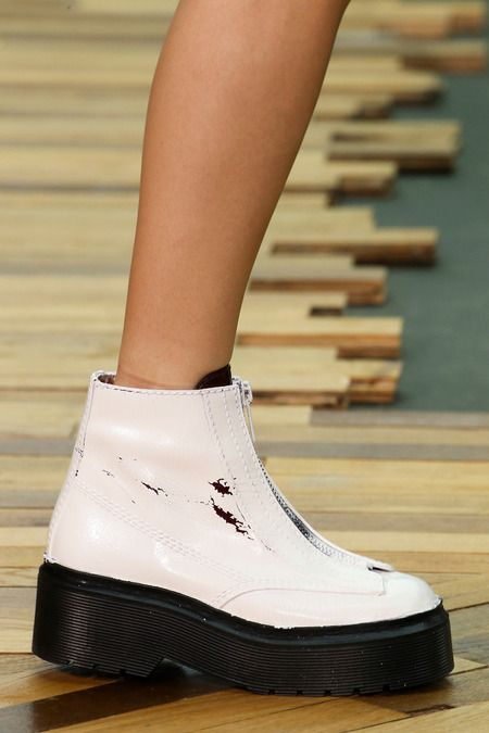 RUNWAY SHOES