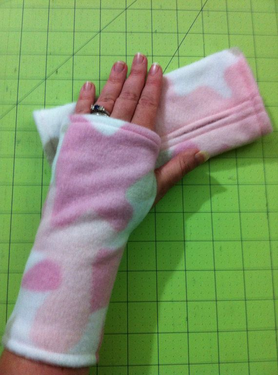 Fleece Fingerless Gloves Pink Camo Pattern by scrapnkitty on Etsy, $10.00