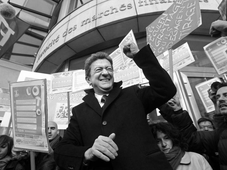 Jean-Luc Mélenchon avant une manifestation devant l'Autorité des marchés financiers à Paris, le 13 avril.