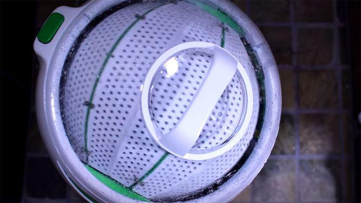 Drumi est une machine à laver révolutionnaire qui fonctionne sans électricité. Pour l'actionner, c'est très simple, il suffit d'appuyer sur sa pédale avec le pied. Plus petite qu'un lave-linge classique, mais tout aussi utile, cett...