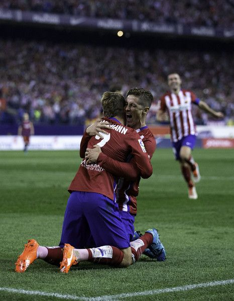 Fernando Torres (R) celebrates scoring their opening goal with teammate Antoine Griezmann (L) during the La Liga match between Club Atletico de Madrid and FC Barcelona at Vicente Calderon Stadium on September 12, 2015 in Madrid, Spain.