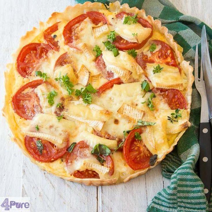 Een heerlijk lunch recept: quiche mete tomaat, Brie en mosterd. Het recept vindt je door op de knop naar de bron (linksboven) te drukken