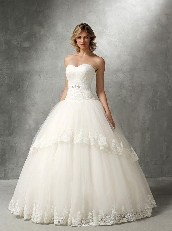 アクア・グラツィエがセレクトした、HERVE MARIAGE(エルベ マリアージュ)のウェディングドレス、HM013をご紹介いたします。