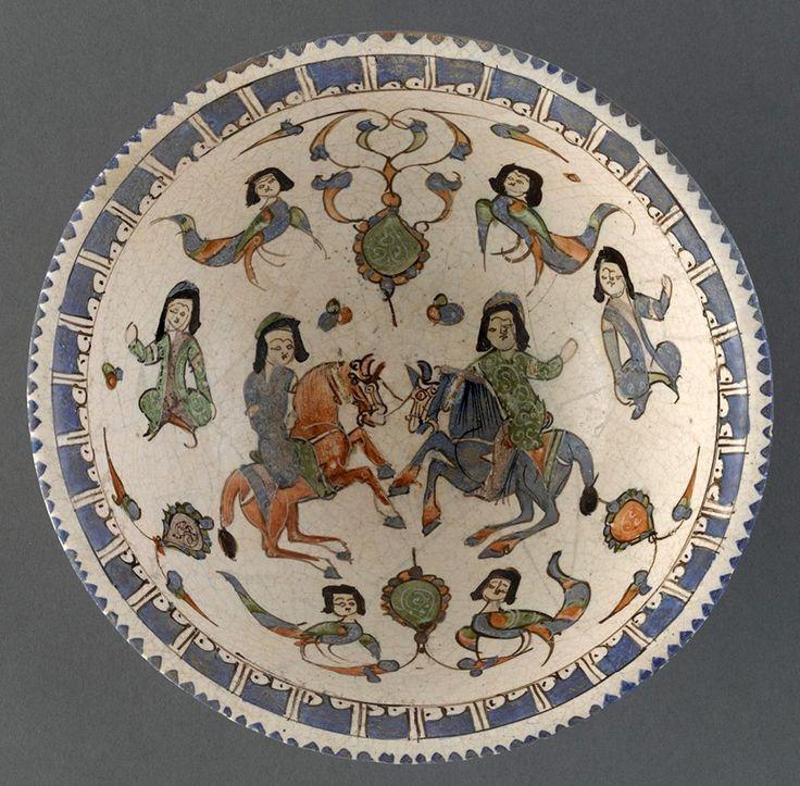 Türk Selçuklu Seramik Tabak. 12-13.yy. Kuyrukları düğümlü Al At Gök At ve kadın başlı Hary'ler. Hüma Kuşları.
