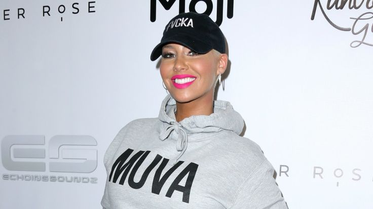 Amber Rose offers Iggy Azalea a very public shoulder to cry on