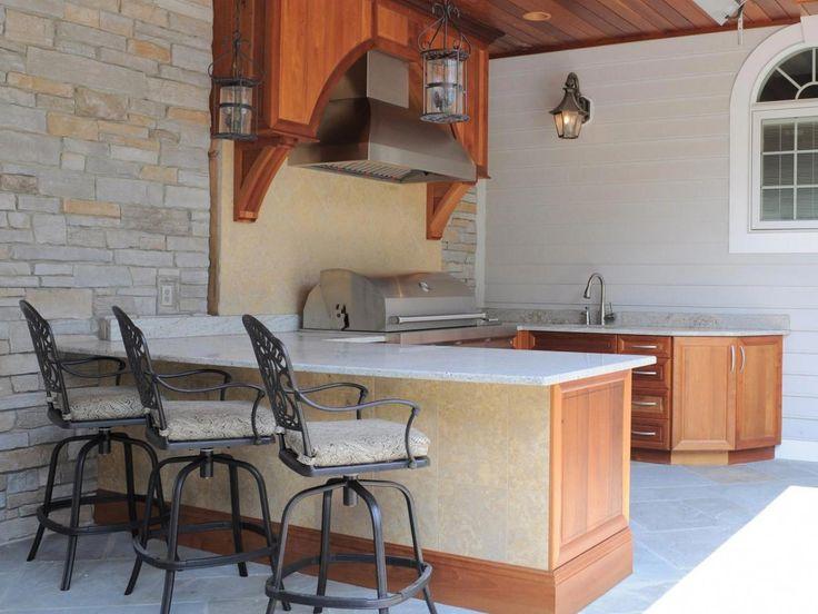 Ideen für die Outdoor-Küche mit kleinem Budget: Bilder, Tipps & Ideen | Outdoor-Design – Landschaftsgestaltung Ideen, Veranden, Decks & Terrassen | HGTV #Tuscankitchens   – Home Decor Mediterranean Ideas