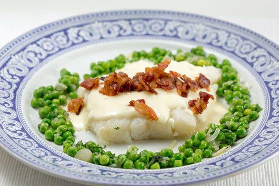 Lutfisk served with Béchamel sauce, crispy pancetta and peas