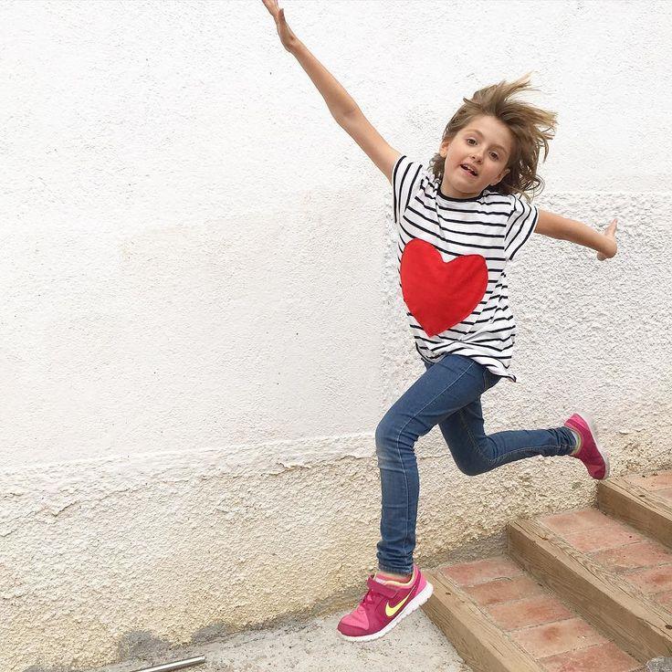 #kidsclothesweek day 2. My older needs tees because now it seems she only can wear tees and elastic jeans . Using @megannielsenpatterns too.  Segon dia de la #kcw i anem a tope!!! La Rita necessita samarretes perquè es veu que ara nomès pot anar amb texans (sempre que siguin elàstics) i samarretes. Patró bàsic de #minibriar de @megannielsenpatterns . #kidsclothesweekchallenge #sew #sewing #sewforkids #handmade #handmadetee #heart #cor #samarreta #samarretapersonalitzada #regal #regalnena…