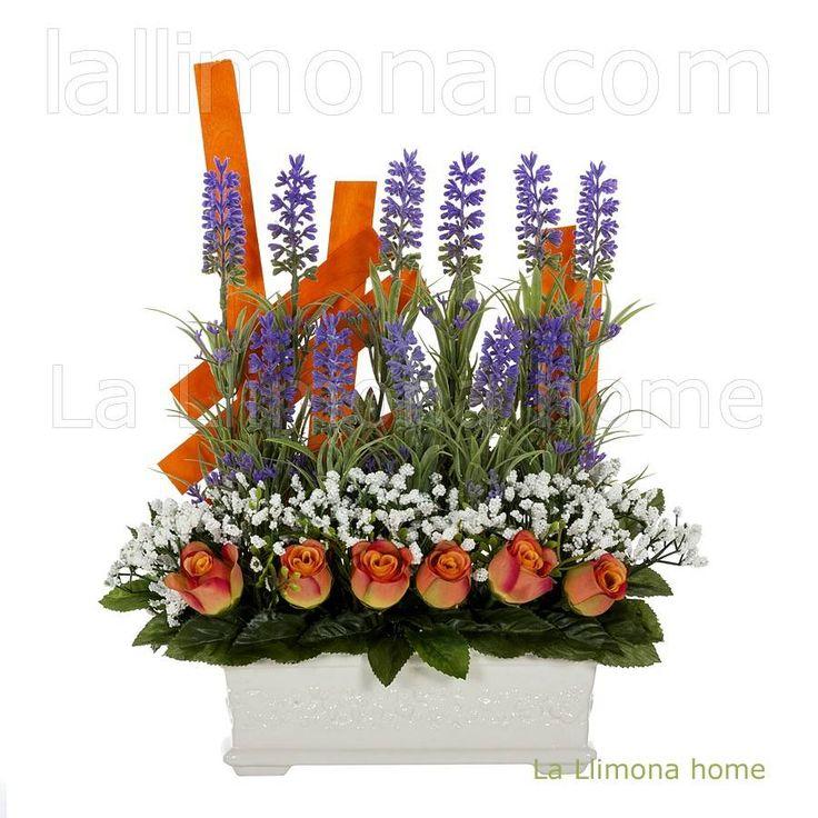 Jardinera de cerámica para con flores artificiales. Compuesta por lavanda, rosas y florecillas blancas. http://www.lallimona.com/online/flores-y-plantas-artificiales/