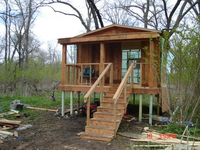 Cabin on stilts google search cabins in the woods for Tiny house on stilts