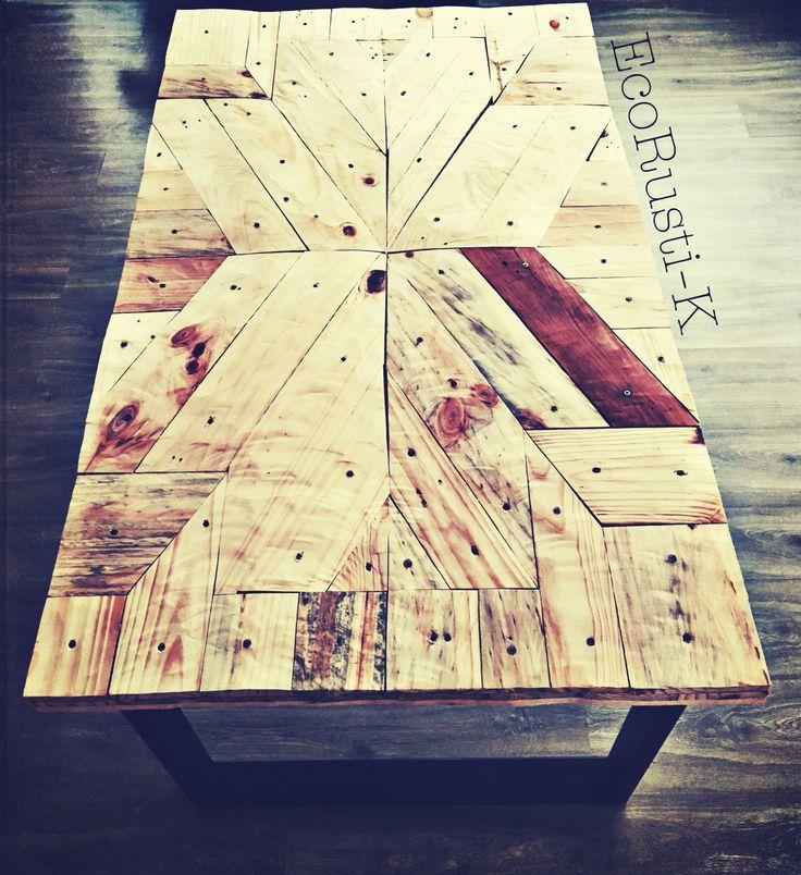 Mesa comedor con diseño de palets