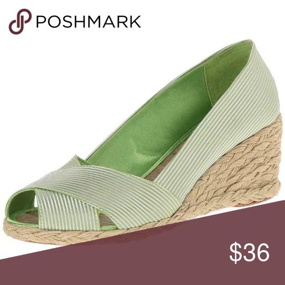 LAUREN RALPH LAUREN CECELIA GREEN ESPARDILLE HEEL LAUREN RALPH LAUREN CECELIA LIME GREEN ESPARDILLE HEEL  NEW WITH OUT BOX  SIZES 7.5,8.5,9  Features:  100% Satin Rubber sole Heel measures approximately 2.25″ Lauren Ralph Lauren Shoes Espadrilles