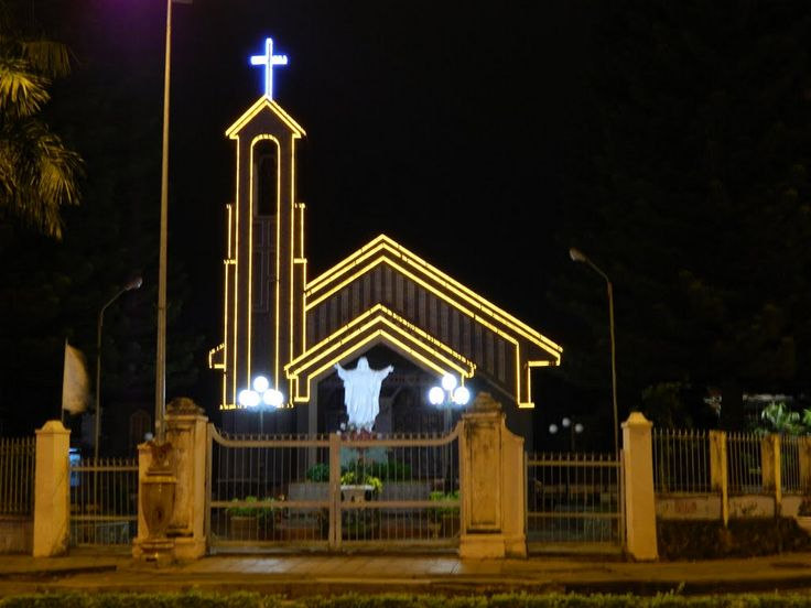 8 must-see places in Dak Lak in the evening: BUON MA THUOT SACRED HEART CATHEDRAL – A BLEND OF ARCHITECTURAL AND RELIGIOUS BEAUTY. Read more: http://en.wanderlusttips.com/2018/01/04/8-must-see-places-in-dak-lak-in-the-evening/