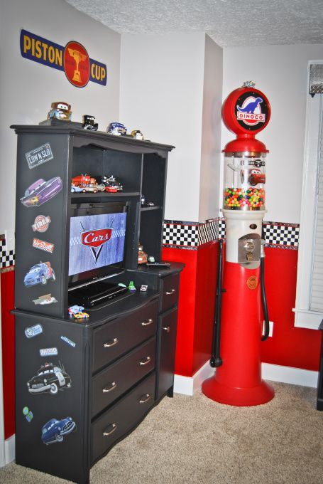 race car bedroom decorating ideas | Disney Cars Bedroom, Disney Cars theme bedroom Includes a stoplight ...