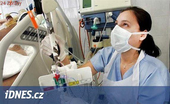 Sestry, policisté i hasiči si přilepší, platy jim vzrostly o 7 až 23 procent