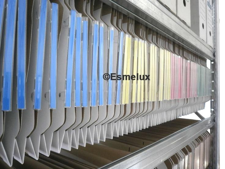 Estantes metálicos para carpetas colgantes http://www.esmelux.com/estantes-met%C3%A1licos-para-carpetas-colgantes