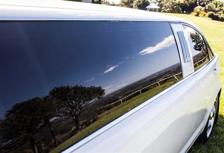 Limoso - White Holden Caprice Stretch