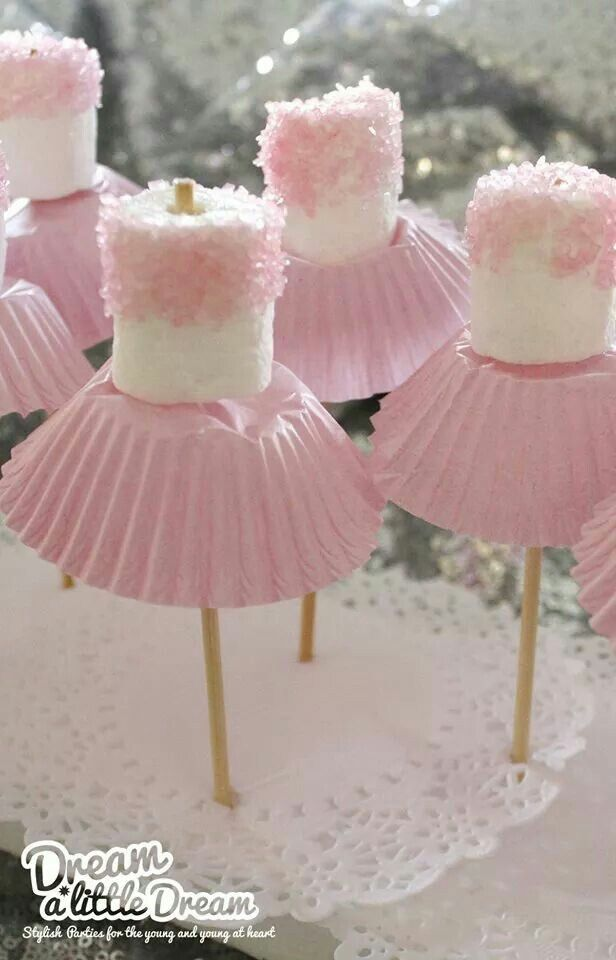 ballerina marshmallows, perfect diy food and decoration for a little girls party.                                                                                                                                                                                 Mais