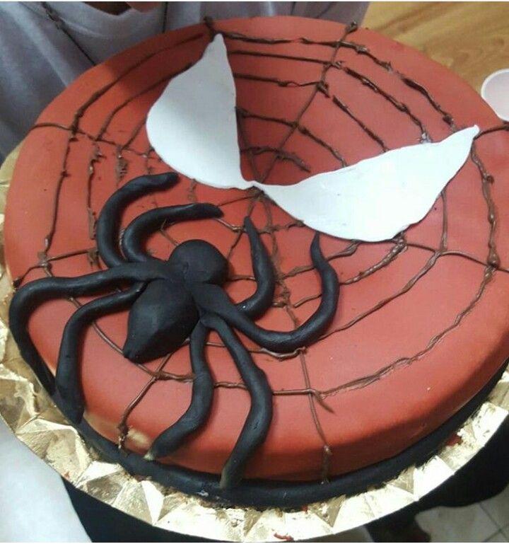Tarta de spiderman para a ivan! #tarta #spiderman #tartaspiderman #spidermancake #tartaheroes #bizcozhovainilla #chocolatebanco #oreo #OkamiCake