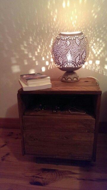 1000 id es sur le th me tables de nuit palettes sur pinterest tables de chevet palettes et. Black Bedroom Furniture Sets. Home Design Ideas