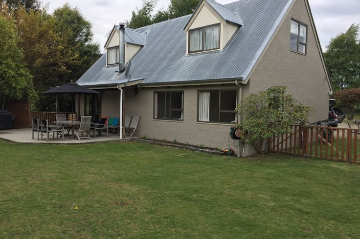 4 Bedroom Warm & Spacious Home on Rata Street in Wanaka, Queenstown-Lakes | Bookabach