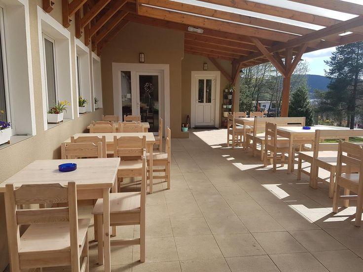 2 379Kč Tento hotel stojí v rekreačním areálu Riviera Lipno, vedle zastávky skibusu a 250 metrů od břehu Lipna.