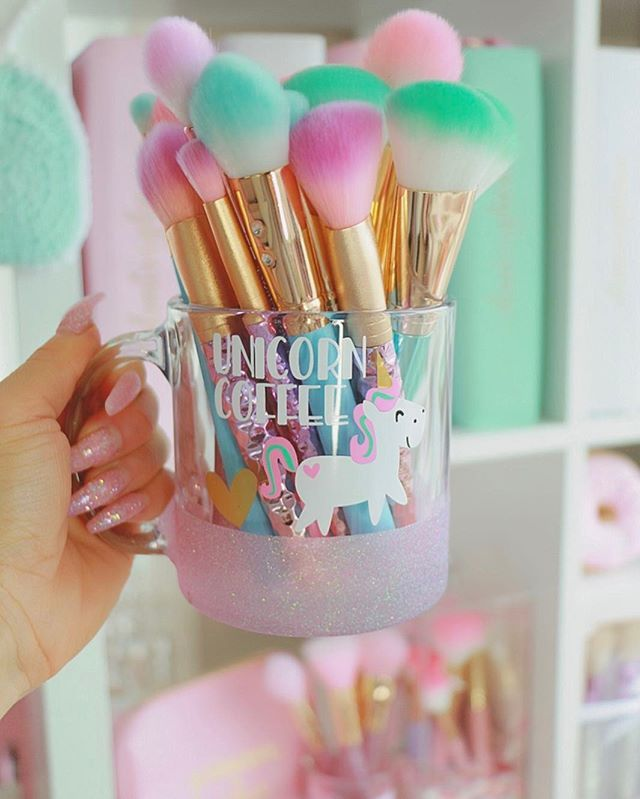 Happy Saturday beauties!☕️You're beauty brushes