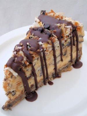 Frozen Samoa Pie: Samoa Pies, Samoan Cakes, Cream Pies, Frozen Samoan, Samoa Cakes, Chocolates Sauce, Ice Cream Cakes, Sweet Tooth, Girls Scouts