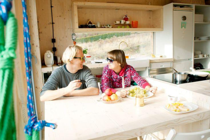 poprzez duże okna wpada tyle światła, że śniadanie jemy...hmm... w okularach przeciwsłonecznych :)