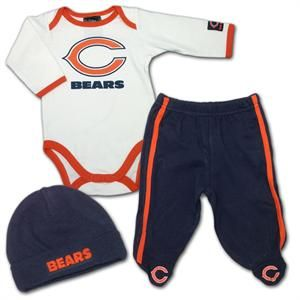 Chicago Bears Newborn Outfit. For gender revel for my brother! If baby is boy=bears because she wants a boy and she likes bears girl=Vikings because he wants a girl and likes Vikings :)