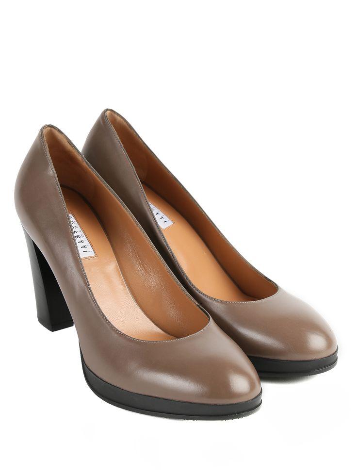 Дизайнеры Fratelli Rossetti предложили лаконичны туфли на достаточно высоком, но устойчивом и удобном каблуке. Для нихбыла выбрана гладкая блестящая кожа двух о... Интернет-бутик https://www.bosco.ru