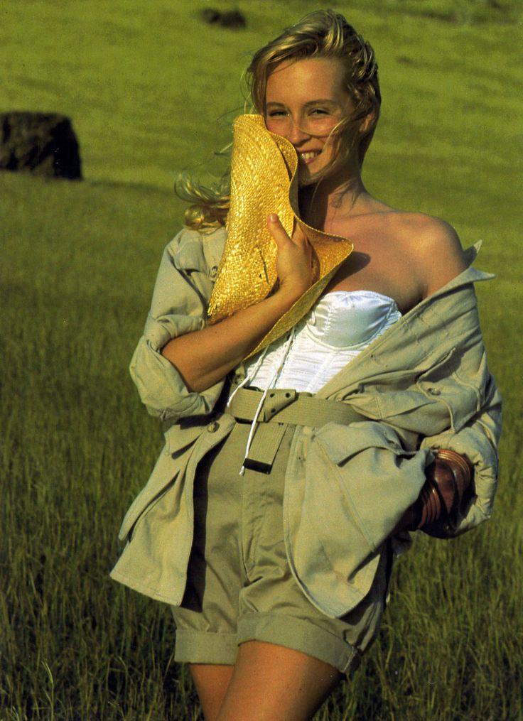 "emocionalmente-cachonda: Elle Francia 09 de marzo 1987 ""Saharienne Elle Chambray-les-vampiros"" Modelo: Estelle Lefebure Fotógrafo: Marc Hispard:"